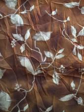 šifon-metalická hnědá,popínavé květy